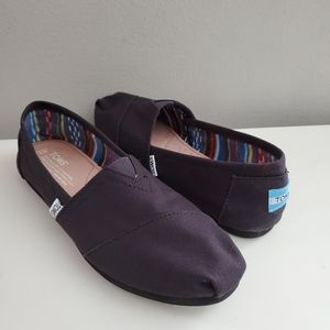 TOMS slip on CANVAS classics